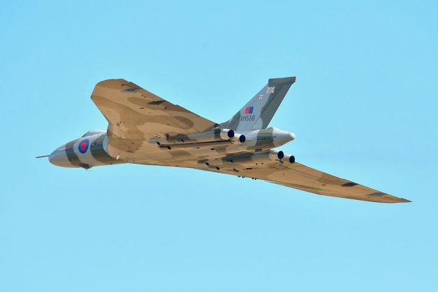 1024px-Avro_Vulcan_XH558_Duxford_Airshow_2012_(7977149648)
