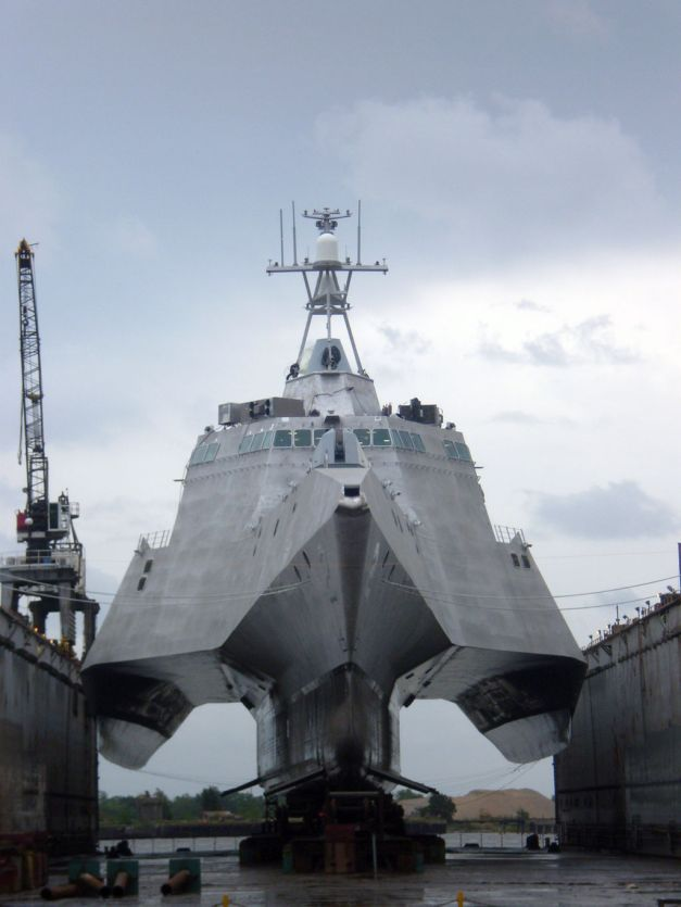 Independence_(LCS_2)_in_drydock