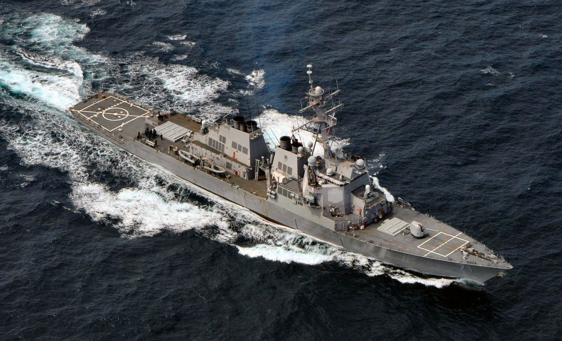 USS_Ross_(DDG-71)_(2)